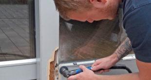 Geschulte Experten verfügen über das Fachwissen und die Spezialmaterialien, um Holzfenster dauerhaft reparieren zu können. Foto: djd/Repair Care International GmbH