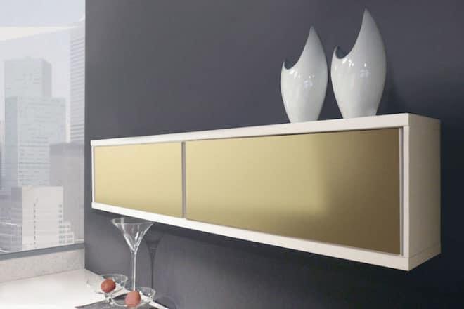 Edler Look ohne viel Aufwand: Angesagte Goldtöne lassen sich mit Effektplatten ganz einfach auf Möbel, Schränke und Regale bringen. Foto: djd/Gutta Werke