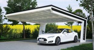 Design trifft Energieeinsparung: Solar-Carport Modell Boomerang von Solarterrassen & Carportwerk  Foto: Solarterrassen & Carportwerk GmbH