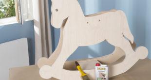 Das Bondex Holzwachs ist eines von vielen Holzschutzprodukten die nach DIN EN71-3 geprüft sind und somit ohne Bedenken zur Beschichtung von Holzspielzeugen oder Kindermöbeln angewendet werden können. Foto: Bondex