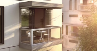 Nur einen kleinen Schritt aus der Wohnung machen und frische Luft genießen – Balkone ermöglichen diese Option im Eigenheim, aber auch in Mietwohnungen. Zudem erweitern sie den Wohnraum um zusätzliche Stellfläche, die besonders in Großstädten gefragt ist. Foto: SUNFLEX Aluminiumsysteme GmbH