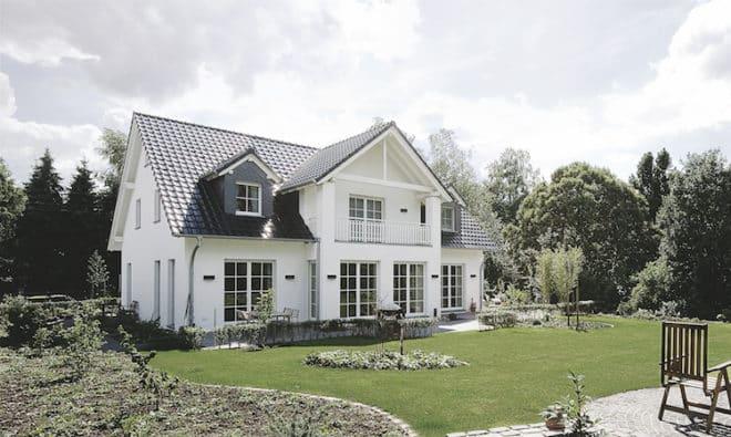 Ein gepflegtes, massives Haus ist rein bautechnisch eine verlässliche Geldanlage. (Foto: Silka/Massiv mein Haus)