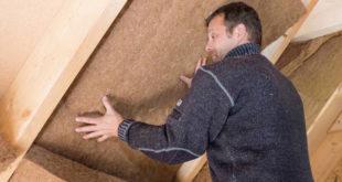Naturdämmstoffe wie Jute und Hanf finden immer mehr Anhänger. Als Matten eignen sie sich optimal für die Zwischensparrendämmung des Daches. Bild: tdx/Thermo Natur