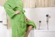 Weil der Badewannenrand niedriger wird, ist der leichte Einstieg wie in eine Dusche auch in die Wanne möglich. Das ist komfortabel und sicher. (Foto: epr/Tecnobad)