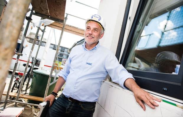 Beim Einbau von Fenstern kommt es auf eine saubere Abdichtung an. Foto: VQC/DAVIDS/Gregor Fischer