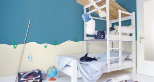 Die kühlen Blautöne der Kollektion Alpina Farbenfreunde erinnern an die Farben des Himmels und des Meeres und sorgen für Erholung und Entspannung. (Foto: epr/Alpina)