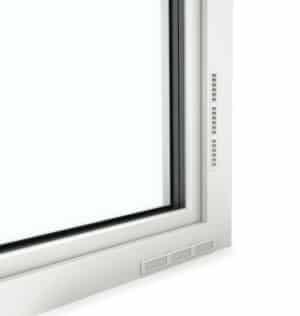 Vom I-tec Lüftungssystem sind lediglich schmale Gitter zu sehen. So bleiben Innen- und Außenarchitektur unbeeinträchtigt. (Foto: epr/Internorm)