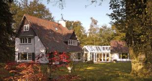 Da ein Wintergarten zur ganzjährigen Benutzung eine komplexe Bauaufgabe ist, kommt einer kompetenten Beratung durch den Wintergartenbauer eine besondere Bedeutung zu. Foto: djd/Sonne-am-Haus.de