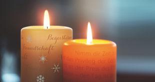 Poesie mit Licht und Zeit: Im Laufe der Zeit erscheinen auf der Kerzenoberfläche die verborgenen Worte und Grafiken. Diese sind nur sichtbar Foto: Wortlicht