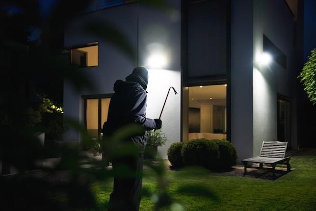 Der XLED home 2 sorgt für optimale Lichtverhältnisse rund ums Haus. - Quelle: Steinel Vertrieb GmbH