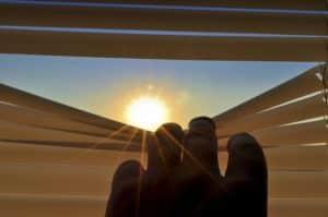 Außenjalousien sorgen für Sicht- und Sonnenschutz