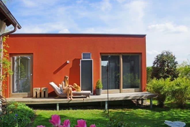 Mit einer Solarlüftung wird für Frischluft im Haus gesorgt.