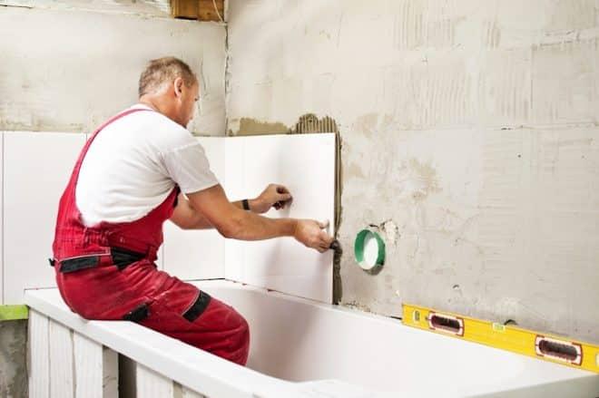 Ein in die Jahre gekommenes Bad sollte renoviert werden.