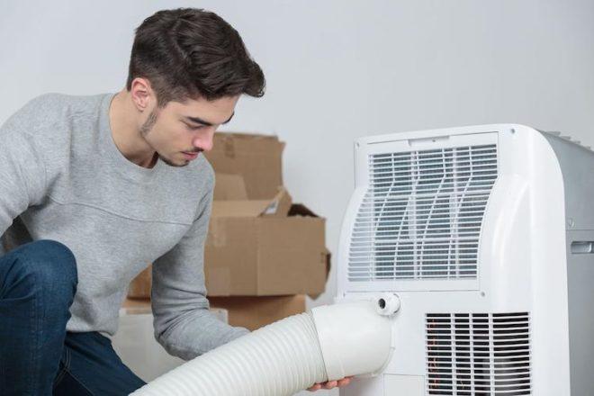 Während eine Heizung Strom in Wärme umwandelt, kann eine Klimaanlage nur für einen Energietransfer sorgen