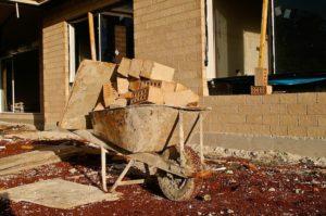 Schon bei der Planung eines Hausbaus sollte auf eine Abdichtung des Bauwerks gedacht werden.