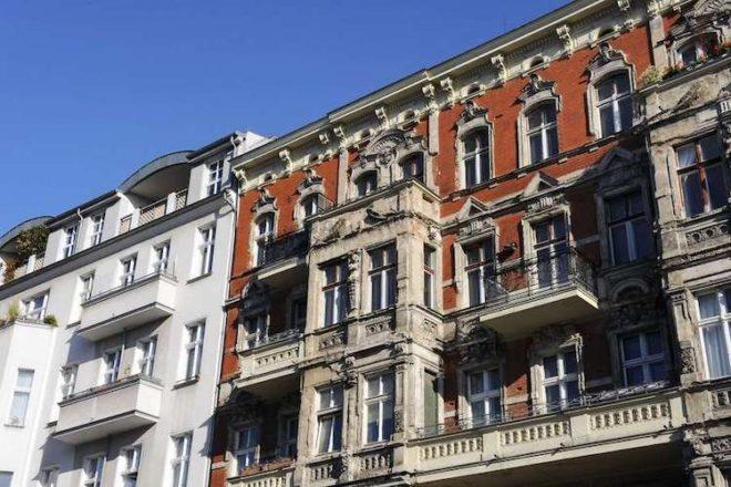 Beim Kauf einer Eigentumswohnung in einem Albau kommen ggf. noch Renovierungskosten dazu.