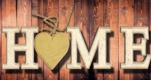 Einrichtungsgegenstände wie beispielsweise eine Garderobe aus Holz bringt Wohlfühlatmosphäre in das Eigenheim.