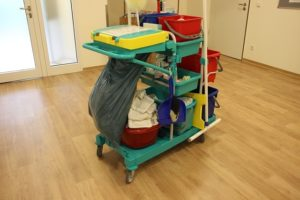 Wenn man Krankheitsbedingt nicht in der Lage sein sollte sein Haus zu reinigen, kommt eine professionelle Gebäudereinigung ins Spiel.